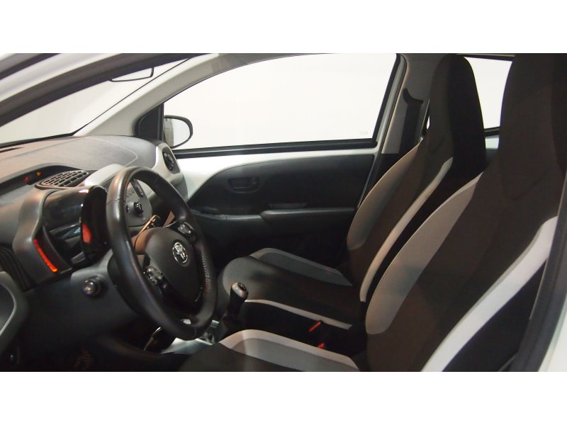 Toyota Aygo 1.0 70 business x-play