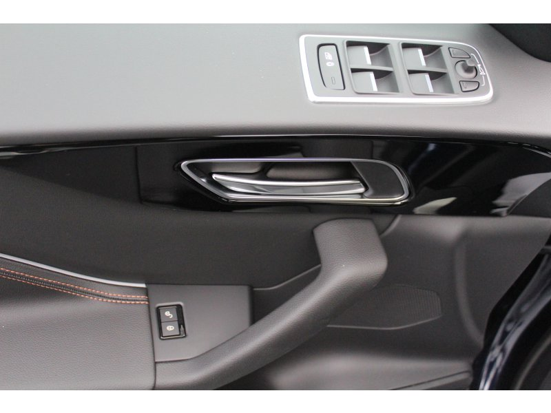 Jaguar F-Pace 2.0L i4D RWD Manual Prestige