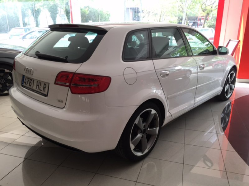 audi a3 sportback 2 0 tdi 140 s tronic ambition diesel blanco con 56000kms en castelldefels. Black Bedroom Furniture Sets. Home Design Ideas